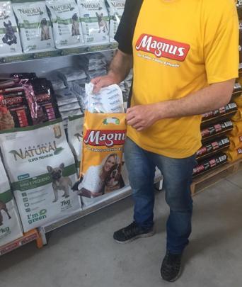 Canguru promove sustentabilidade e economia para Magnus com sacola reciclada