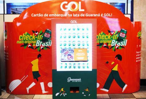 GOL lança check-in com impressão em lata de Guaraná Antarctica
