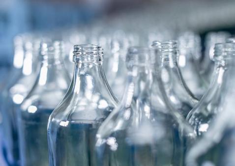 Krones e O-I Glass assinam acordo de colaboração estratégica