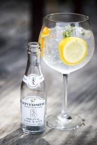 Riverside Original Tonic Water utiliza garrafa clássica da Verallia